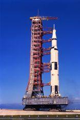 """Die Saturn-V-Rakete beim """"Rollout"""" kurz vor dem Start der Apollo-11-Mission"""
