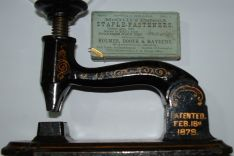 "Foto of  McGills ""Staple-Fastener"", 1879"