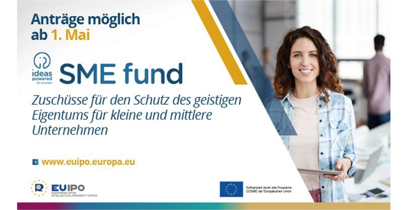 junge Frau lächend, folgende Infos: Zuschüsse für KMU, Anträge ab 1. Mai möglich
